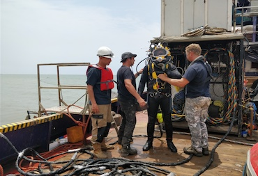 Tema-Kpone-Project-diver-getting-ready.jpg